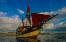印尼四王岛木质帆船船宿La Galigo
